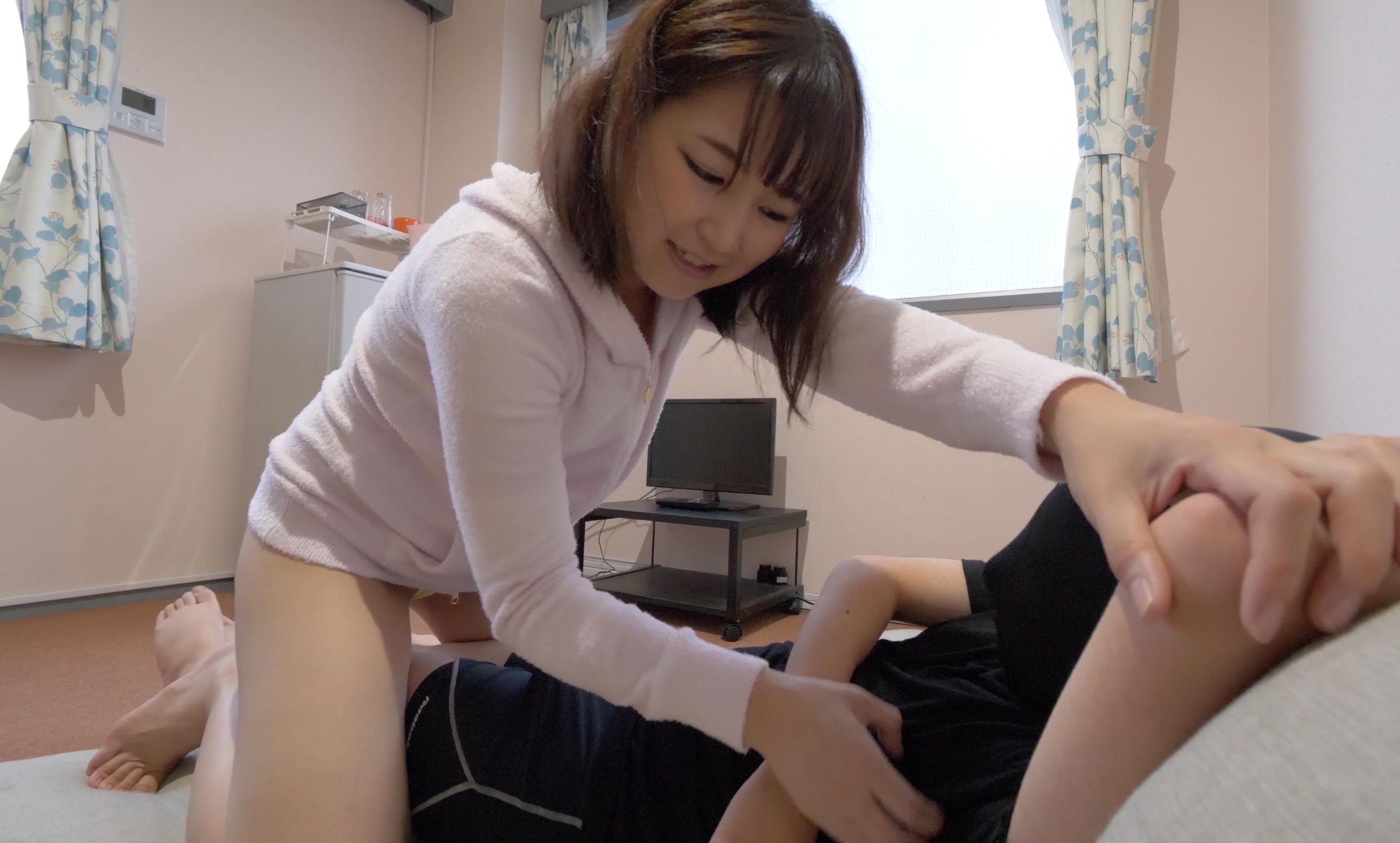 【M男くすぐり】人気女優 桃井杏南チャンの電気あんま・くすぐり攻め!