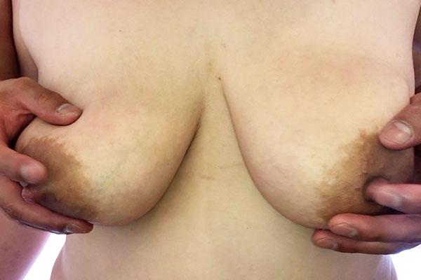 FC2 PPV 1108637 【爆乳人妻後編・高画質セット】 爆乳の人妻と昼下がりから、母乳とカウパーでヌルヌルになった生の肉棒を挿入。子供に飲ませる母乳を飲み尽くす。